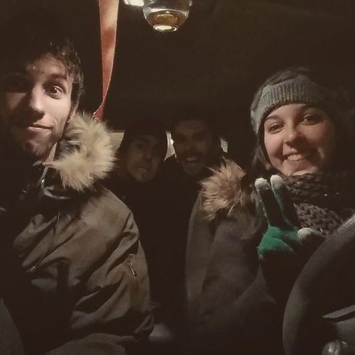 La nostra última foto junts, al cotxe de la @moniik_6. Això sí, amb Thunderstruck posada. PerillAlVolant Hahas .