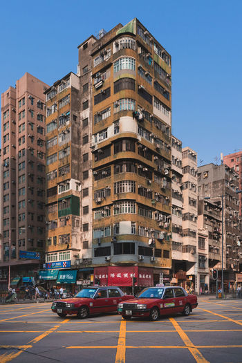 Taxi Corner Building Corner House Sham Shui Po Old Buildings EyeEm Best Shots EyeEm Selects EyeEm Gallery Architecture Building Exterior City Mode Of Transportation Built Structure Transportation Car Street Motor Vehicle Building Sky Land Vehicle Road Residential District Day Nature City Street Clear Sky Sign Incidental People Outdoors Apartment The Architect - 2019 EyeEm Awards