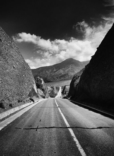 Road Transportation Mountain The Way Forward Diminishing Perspective Mountain Range Sky Vanishing Point Long Cloud Outdoors Day Countryside Tranquil Scene Solitude Country Road Non-urban Scene Cloud - Sky Tranquility White Line