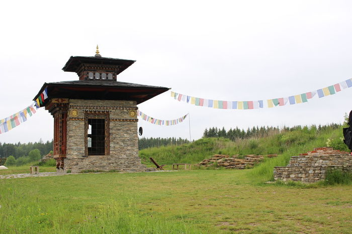 Taking Photos Eeyem Photography Historical Building Wonderful Place Tibetan Art Tibetan Prayer Flags Take A Walk With Me Eeyem Nature Lover Budist Tempel