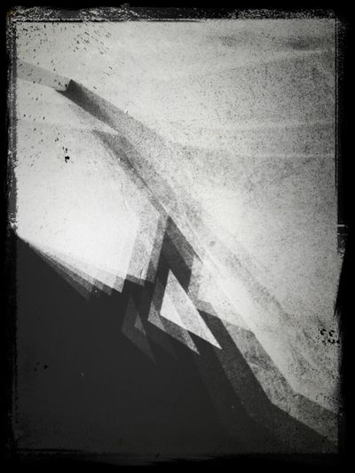 Blackandwhite Triangles Shadows Sony Xperia Art|Warehouse