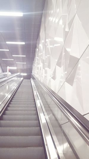 Escalator Moving Staircase Moving Stairs Moving Stairway Rolltreppe Clean Klar Illustration ArtWork Art Installation Lights And Reflection Lights HowHigh No People Wehrhahnlinie Metrostation Metro Station Metro Indoor Photography Indoor Indoorsphotography Indoor Design Design Interior Design Fog