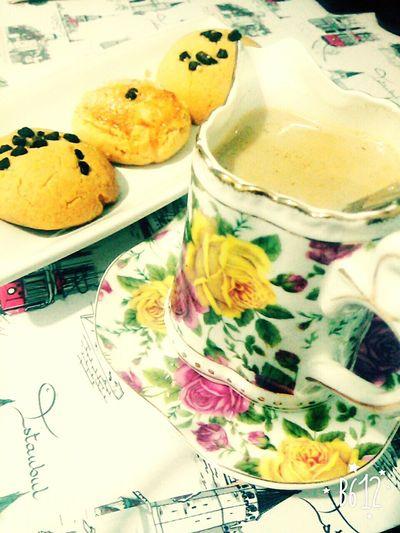İyi geceler sütlü kahvesi ☕ ile tatlı rüyalar kurabiyesii 🍪 sunar 😋 Goodnight Milkcoffee ımm Delicious ♡