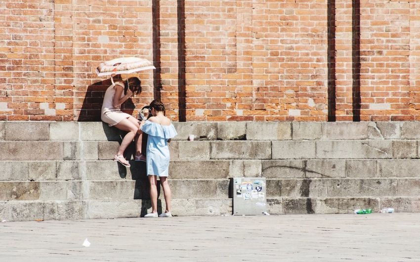 Umbrella Scenery Shots What Are YOU Looking At? Venice, Italy From My Point Of View Markusplatz Togetherness The Street Photographer - 2017 EyeEm Awards