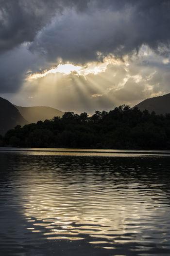 Nuvole Tramonto Borgo San Pietro Lago Lago Del Salto Raggi Solari Sole