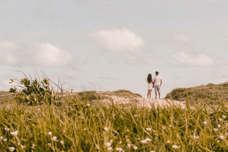 amor, sinceridade, carinho, paixao Adult Beauty In Nature Cloud - Sky Couple - Relationship Day Field Grass Growth Land Leisure Activity Love Men Nature Outdoors Plant Positive Emotion Real People Sky Togetherness Tranquility Two People Women