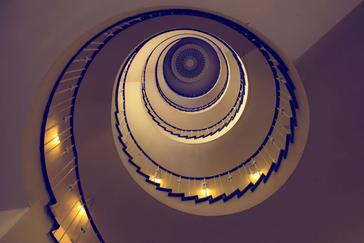 Vintage spiral. FILIPPI GIULIA PHOTOGRAPHY. All rights reserved. Architecture Berlin Colors Diagonal Spiral Staircase Stairs Steps Wall Building Built Structure Canon Design Geometric Shape Geometry Germany Indoors  Interior Design Light And Shadow Photographer Photography Photooftheday Spiral Staircase Steps And Staircases Vintage