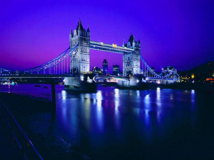 Tower Bridge🌉 River Thames London, UK🇬🇧 At Night🌙 Lights✨ Beautiful View ❤ Blue Sky🌫💧 Blue Lights✨☄ My Favourite Place😊 This Is London Taking Photos Hello World ✌