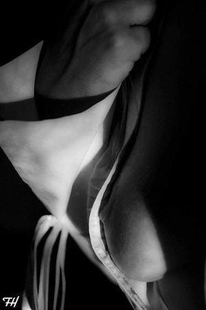 Women Sensual_woman Breast Sein Blackandwhite Sensual_photo Noir Et Blanc Nude-Art