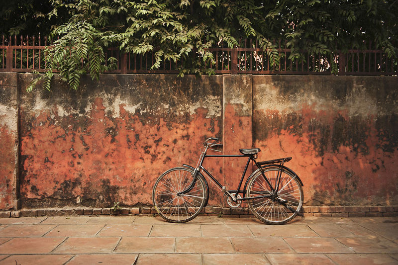 Bicycle Bicycle Trip Cliche Day Eco Friendly Fixie Hipster India Land Vehicle Man Powered Mode Of Transport Nature No People Oldschool Orange Outdoors Pedal Ride Stationary Streetsofindia Texture Transportation Travel Photography Traveling Wall Textures Adapted To The City Lieblingsteil