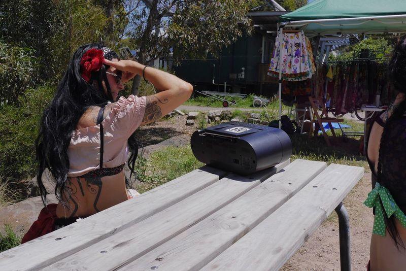 Picturing Individuality Weekend Eyeemweekend EyeEm Gallery EyeEm Best Shots This Week On Eyeem The Week Of Eyeem Tattoo Woman Dancer Market Stall Sunny Day Green