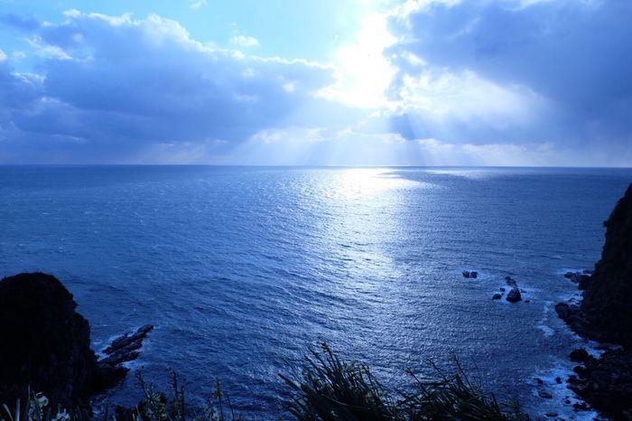 天使の梯子👼 天使の梯子 空 海 青 Sea Sky Horizon Over Water Water Beauty In Nature Nature Cloud - Sky Tranquil Scene Blue Tranquility Idyllic Outdoors No People Beach Day