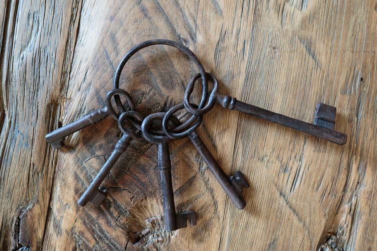 Keys Keys Schlüsselbund Close-up Indoors  Key Lock No People Protection Schlüssel Wood - Material
