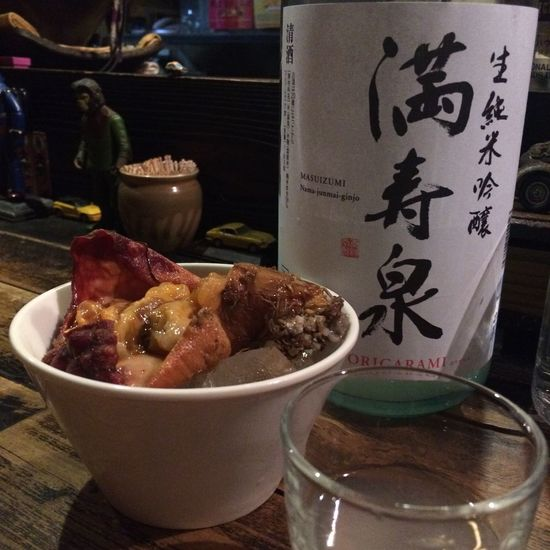 こんばんは 本日は、お酒さまと海鞘(ほや)さまとをいただきます! 嗚呼、しあわせ… ♪なんでもない日〜 おめ〜で〜と〜♪ #日本酒 #純米酒