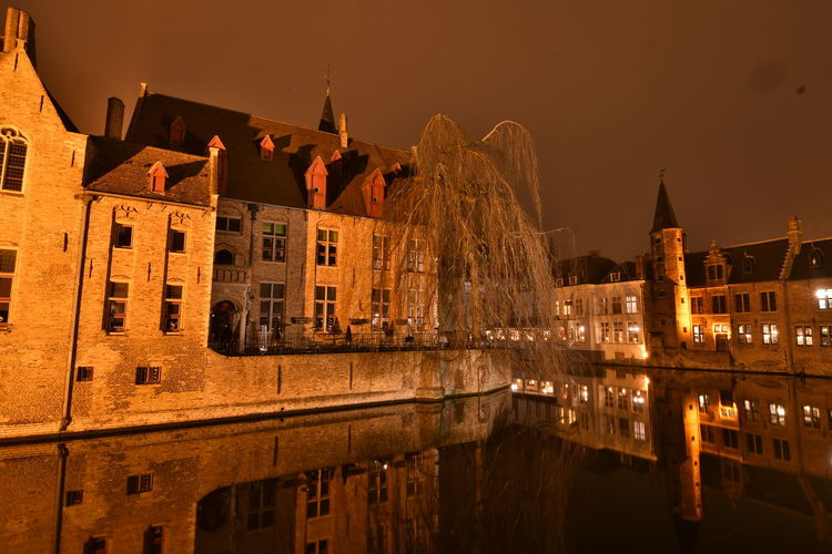 Visiting Brugge Brugge Brugge, Belgium Langzeitbelichtung Long Exposure Reflection Watersideview Built Structure Architecture Building Exterior Night Water Illuminated Building Sky The Past History Nature Travel Destinations Tourism Travel City Arch No People Waterfront