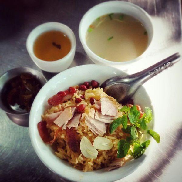 Breakfast Steam rice Mandalay Style မန္းေလးေပါင္း စားဦး Myanmarcuisine Myanmarfood Myanmarsnack Burmacuisine iger Igersmyanmar Igersmandalay Vscomyanmar Burma Myanmar Mandalay Rice Pork Garlic Green Tea Peanut Sausage Pudina_leaf