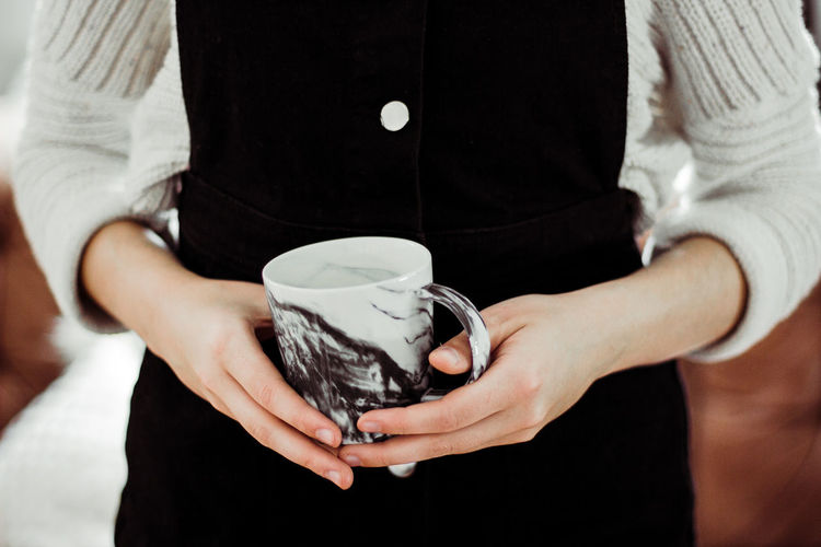 Coffee Fashion Tea Tee Close-up Cozy Cup Gemütlich Holding Human Hand Hygge Indoors  Kaffee Mood One Person Standing Tasse Water Wohnung Women