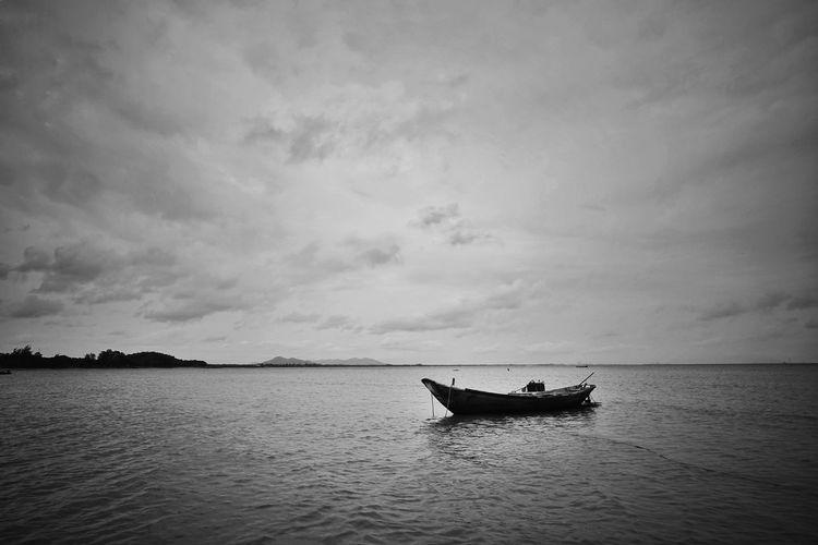 Black And White Water Nautical Vessel Sea Fisherman Silhouette Sunset Sky Horizon Over Water Cloud - Sky Fishing Boat