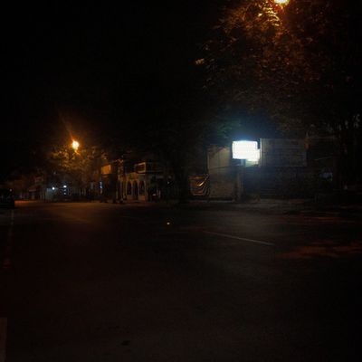 hehehe... Sepi juga ya... Malam Malamini Jalan Jalanan Sendiri Sunyi Night Nightview Cityview Silent Mystery Mystic Relax Lenovotography Photooftheday Photophone  Lzybstrd Pocketphotography