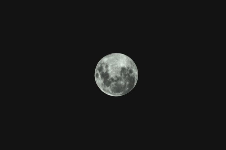 Its full moon tonight. They never cease to amaze me. Space Moon Night Astronomy Sky Circle Geometric Shape Beauty In Nature Full Moon Shape Moon Surface Scenics - Nature Planetary Moon Nature Majestic Dark