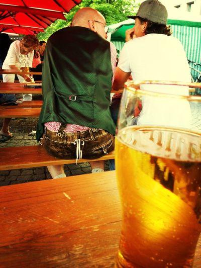 Lederhose Bier Biergarten Deutschland