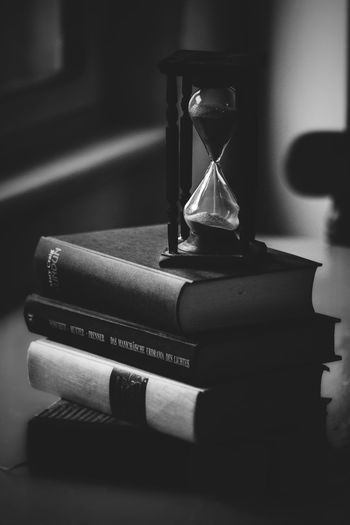 Sanduhr, Sandclock Book Deadline Education Glass - Material Home Interior Hourglass No People Publication Selective Focus Still Life Table The Past Time