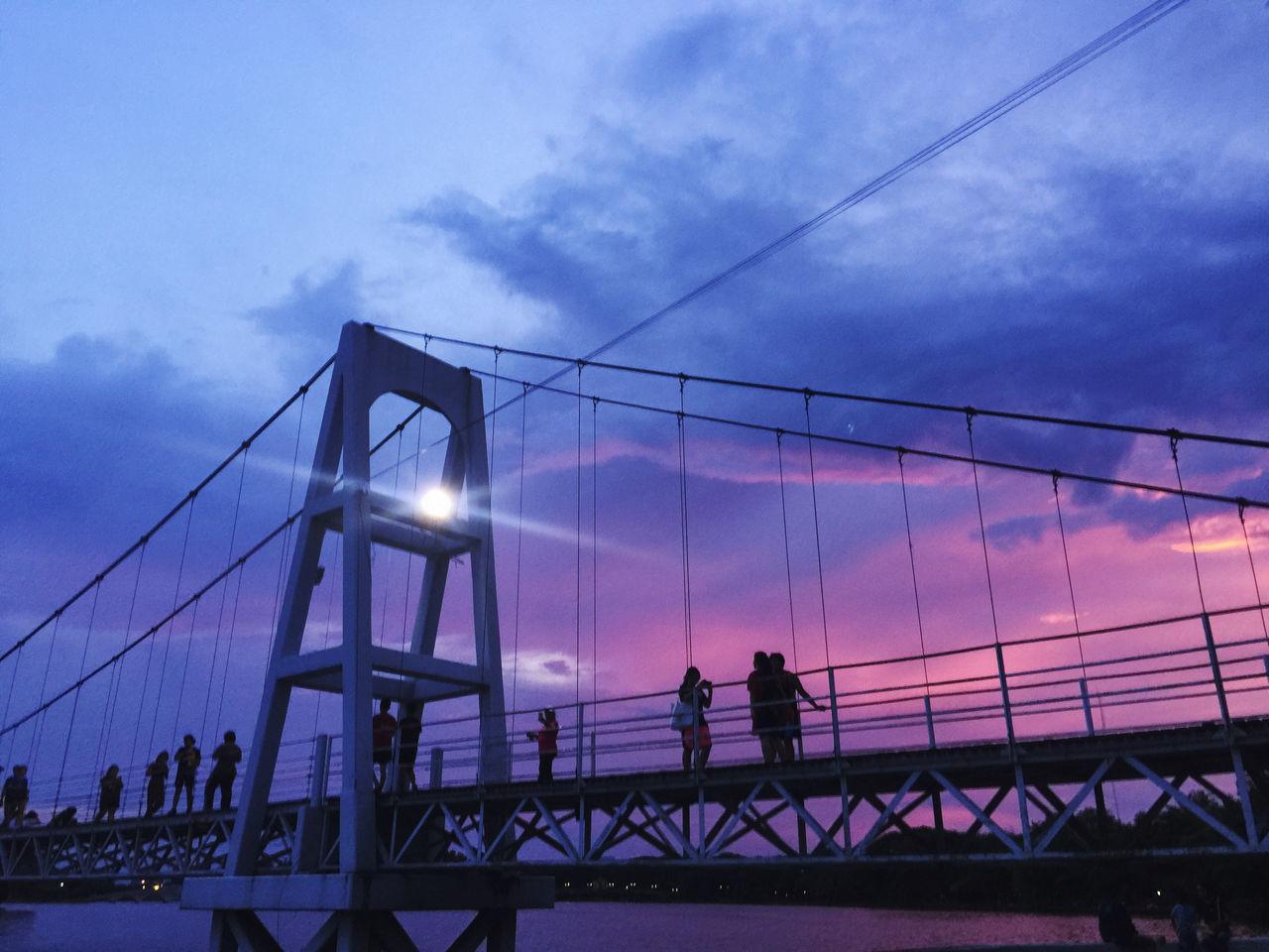 SILHOUETTE PEOPLE WALKING ON BRIDGE AGAINST SKY