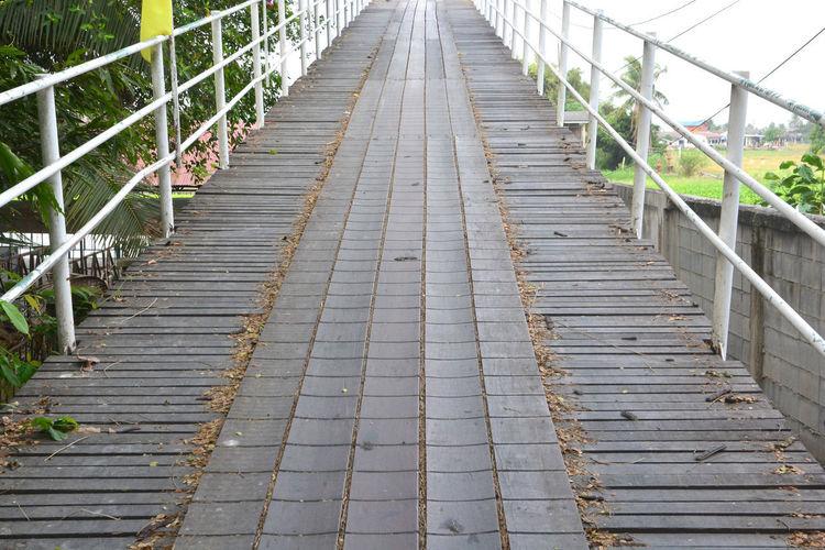Surface level of empty bridge