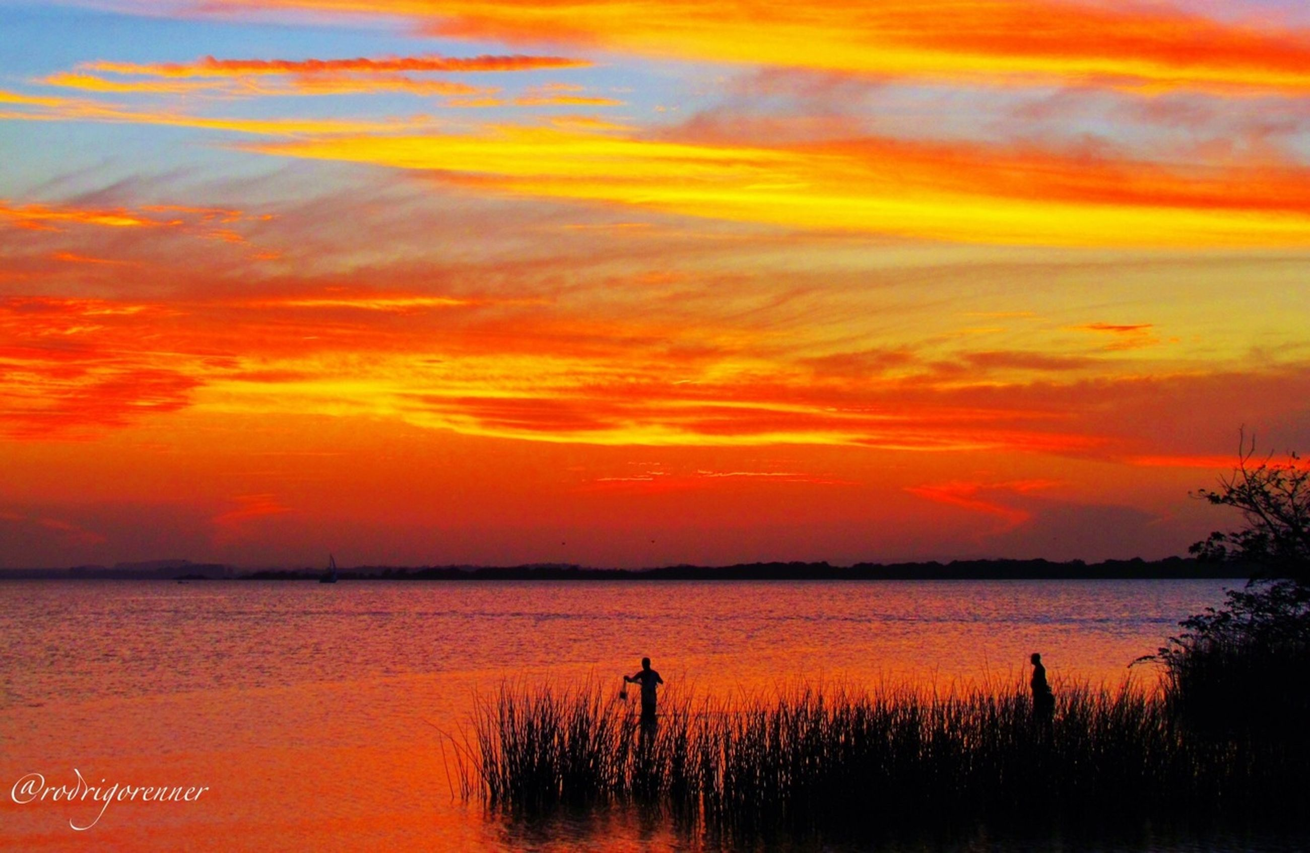 sunset, orange color, water, sky, scenics, beauty in nature, tranquil scene, tranquility, cloud - sky, idyllic, nature, lake, sea, reflection, cloud, dramatic sky, silhouette, outdoors, river, cloudy