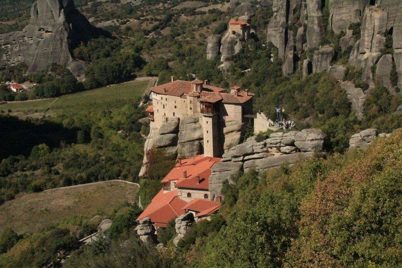 Monastery Μετέωρα Meteora History Nature Architecture Landscape Outdoors Green Color Day Mountain Travel Destinations Beauty In Nature