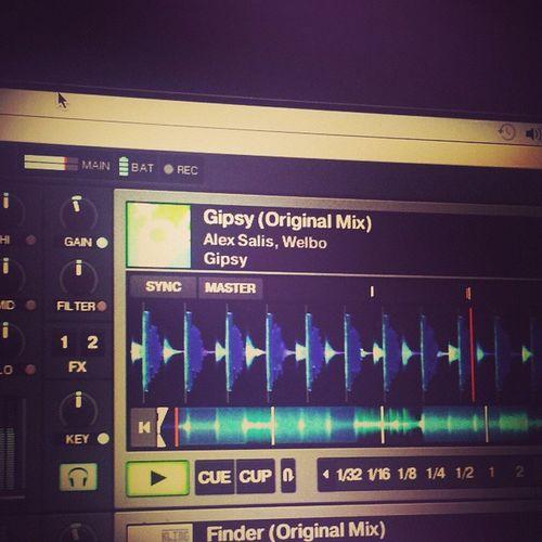 Che bellezza suonare il proprio disco!!! AlexSalis Welbo Gipsy Kult