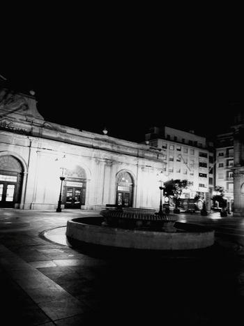 Taking Photos Street Photography Callejeando Una Ciudad Dormida Empty Places Less Edit Juxt Photography Blackandwhite CityWalk B&w