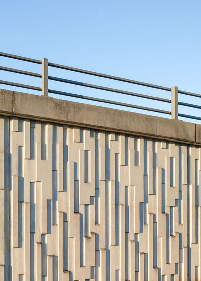 Concrete wall with pattern