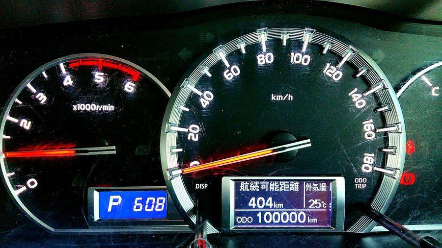 愛知県出張から戻り、我が家のレジアスエース、乗り始めて丸2年ほどなのですが、たった今10万キロになりました。記念すべき瞬間を主人と我が家で迎えました。そして主人はお仕事をお手伝いして下さる皆さんと、今度は茨城県へ旅立ちました。安全運転で頑張ってきて欲しいと思います。 レジアスエース 出張 お仕事 車 おかえりなさい いってらっしゃい 安全運転 頑張れ ドライブ Hello World