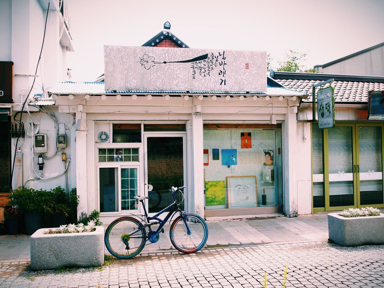 BICYCLE BY BUILDING AGAINST RESIDENTIAL BUILDINGS