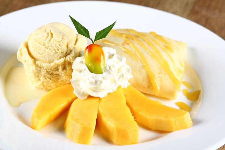 เครปมะม่วงพร้อมไอศครีม วิปครีม ลูกชุบมะม่วง มะม่วงสด เครปมะม่วง Sweets Desert ขนมหวาน ขนมไทย ลูกชุบ มะม่วง ไอศครีม หน้าร้อน Delicious Summer Thai Food Yellow Mango Frozen Food Ice Cream Gourmet Leaf Fruit Dessert Appetizer Food Styling Plate Scoop Shape Vanilla Ice Cream  Whipped Cream Dessert Topping Vanilla Serving Scoop