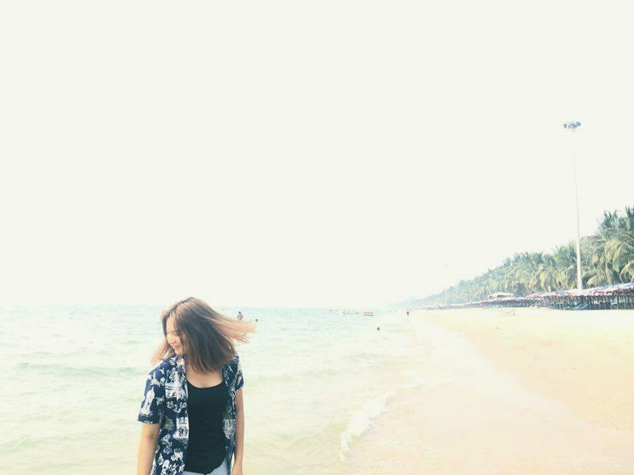 beach, sea, lifestyles, water, clear sky, leisure activity, sand, shore, copy space, horizon over water, rear view, vacations, standing, nature, casual clothing, person, tranquility, beauty in nature