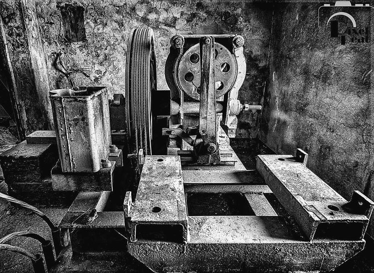 Outdoors Hdrphotography Abandoned Places Lostplace Abandoned_junkies Pixelpeat EyeEmBestPics Domestic Room Canon600D Architecture Indoors  Ruine Lostplacephotography Hdr_pics Pixelpeat Hdr_Collection Blackandwhite Photography Black And White Maschinenraum