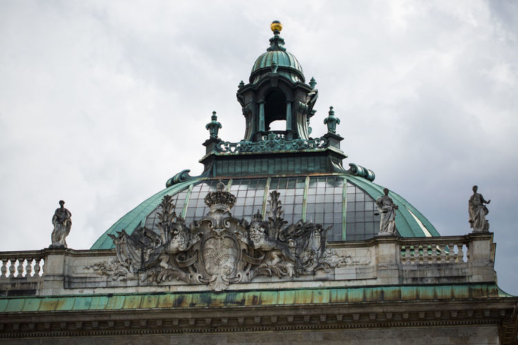 Architecture Art And Craft Building Exterior Built Structure City Cloud - Sky Day Dome Female Likeness Government Human Representation Justizpalast München Low Angle View Male Likeness No People Outdoors Politics And Government Sculpture Sky Statue Travel Destinations