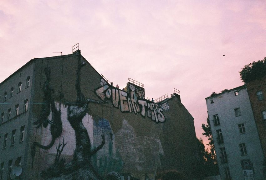 Kreuzberg Mju2 Capture Berlin Filmisnotdead Urban Art Skyline Street Art Analogue Photography Analog Berliner Ansichten Berlin Oranienstraße Rooftop Roof