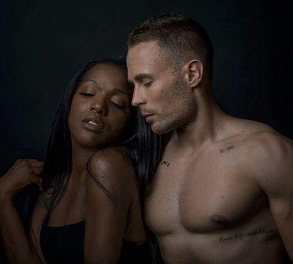 Mettre en scene 2 modeles pour former un couple a l'image Couplemixte Couple Shooting Photo Naturel Makeup Maquillage Beauty Mua Sensuel Metissage