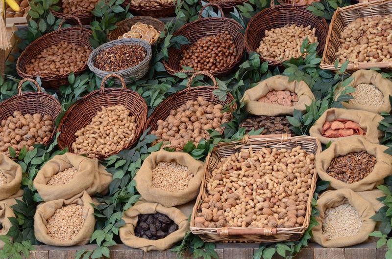 Arachidi Bancone Cestino Noccioline Noccioline Americane Noci Prugne Sacco Peanuts Walnuts Basket Mandorle Almonds