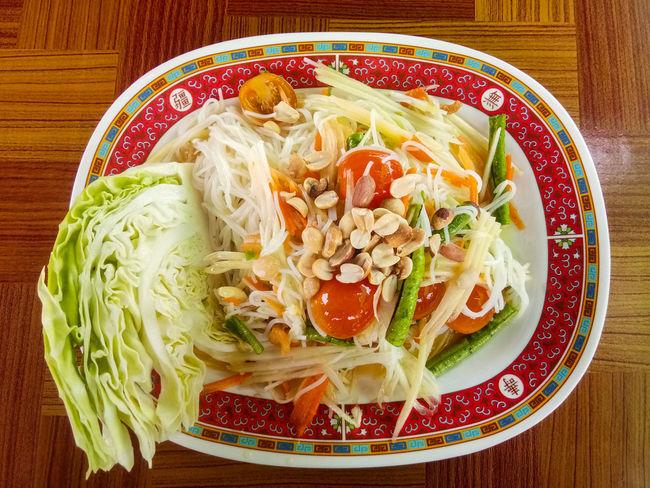 ส้มตำ EyeEm Selects Chinese Food Vegetable Plate Close-up Food And Drink Serving Dish Prepared Food Unhealthy Lifestyle Dim Sum Rice Cooked Spring Onion Scallion Steamed  Noodle Soup Soup Bowl Chinese Dumpling Dumpling  Noodles Coriander Chinese Takeout