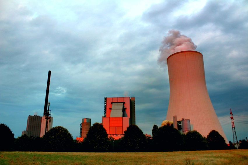 Smoke - Physical Structure Factory Smoke Stack Industry Pollution Power Station Sky Environment Cloud - Sky Business Finance And Industry Day Chimney Built Structure Fumes Outdoors No People Building Exterior Nature Vs. Industry