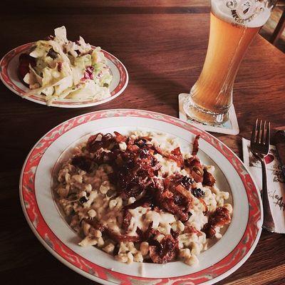 Allgäuer Käsespätzle... #yum Immendingen Brennerhof Kaesespaetzle Beer Käsespätzle Food Foodkoma Yum Essen Salad Bier Foodporn Salat Weissbier Weizenbier Instafood