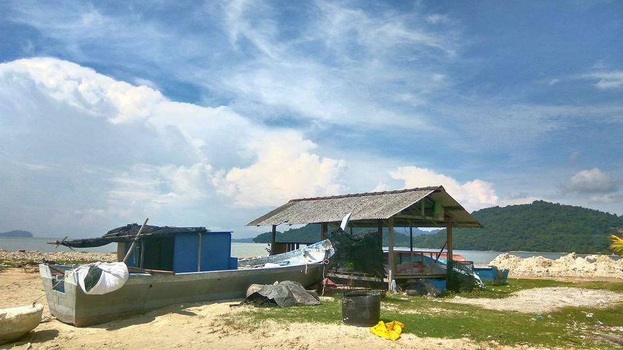 Lifeguard hut against sky