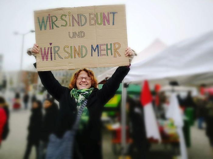 Gegen rechts Portrait Cheerful Smiling Placard Happiness Looking At Camera Business Protestor Protest Marching Banner - Sign A New Perspective On Life Human Connection International Women's Day 2019