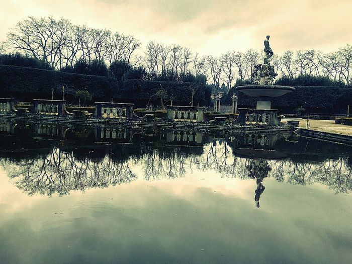 Giardino Boboli Waterreflection Justchillin Piubella Roadtripmondiale 4gajosemfirenze