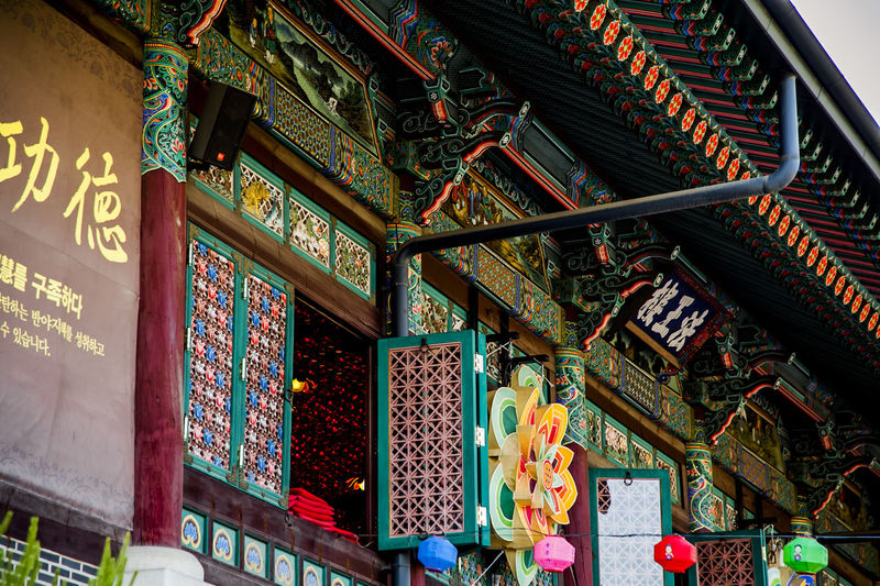 Abundance Architecture Arrangement Bongeunsa Buddhism Buddhist Temple Choice Culture Cultures Display Famous Place For Sale In A Row Indoors  Large Group Of Objects Market Market Stall Metal Ornate Railing Religion Retail  Store Variation