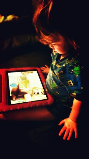 Faye on her Tabet ( Tablet ) poota ( Computer ) Watching Toystory Again